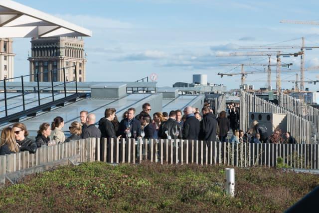 Stockholm: Wunderschöner Dachpark des Urban Deli am Sveavägen