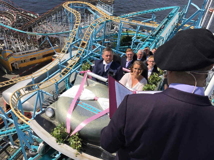 Gröna Lund: Jawort auf der Achterbahn in 30 Meter Höhe