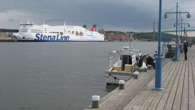 Die Stena Scandinavica von Eriksberg auf der Nordseite des Göta älv aus gesehen