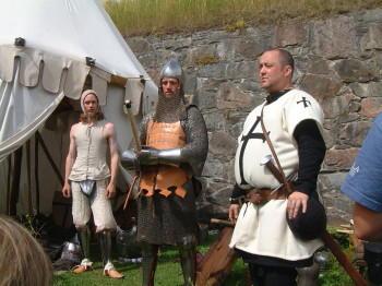 Was trugen die Ritter drunter?