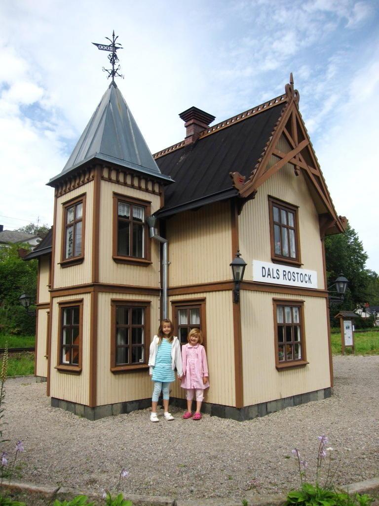 Dals Rostocks alter Bahnhof lebt in halber Größe weiter