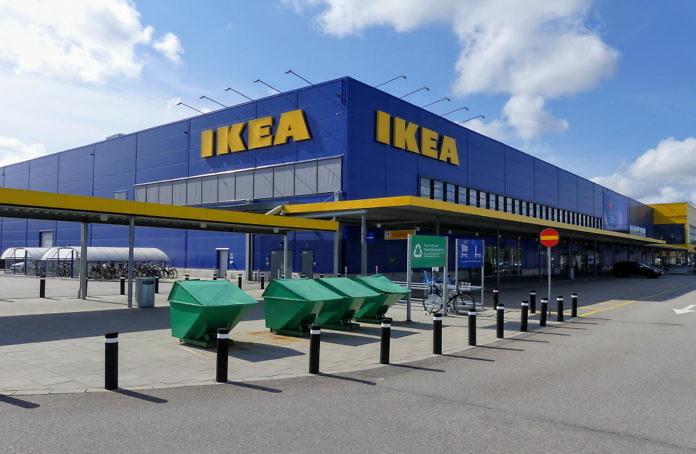 """Das IKEA Warenhaus in Älmhult mit dem IKEA-Outlet """"Fynd"""""""