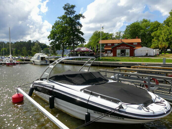 Sundbyholm, eine Perle am Mälaren - Schloss und Strand, Gästehafen und Ausflugsziel