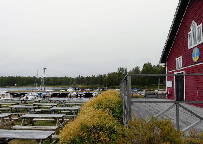 Furuögrunds Hamncafé, ein Sommercafé im Hafen von Furuögrund